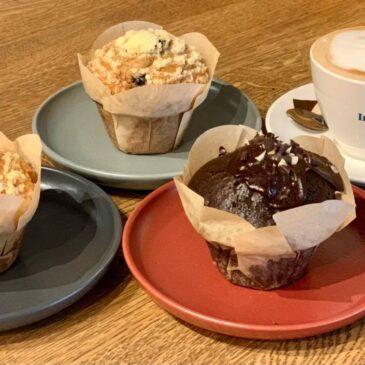 Winnaar koffie met muffins