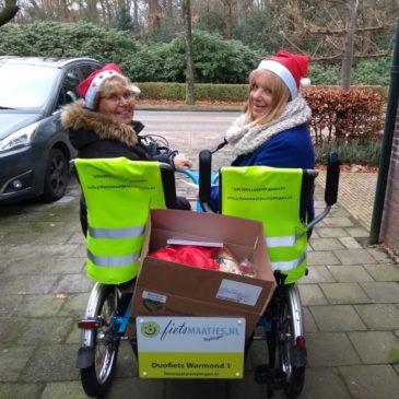 Kerstvrouwen op de duofiets!